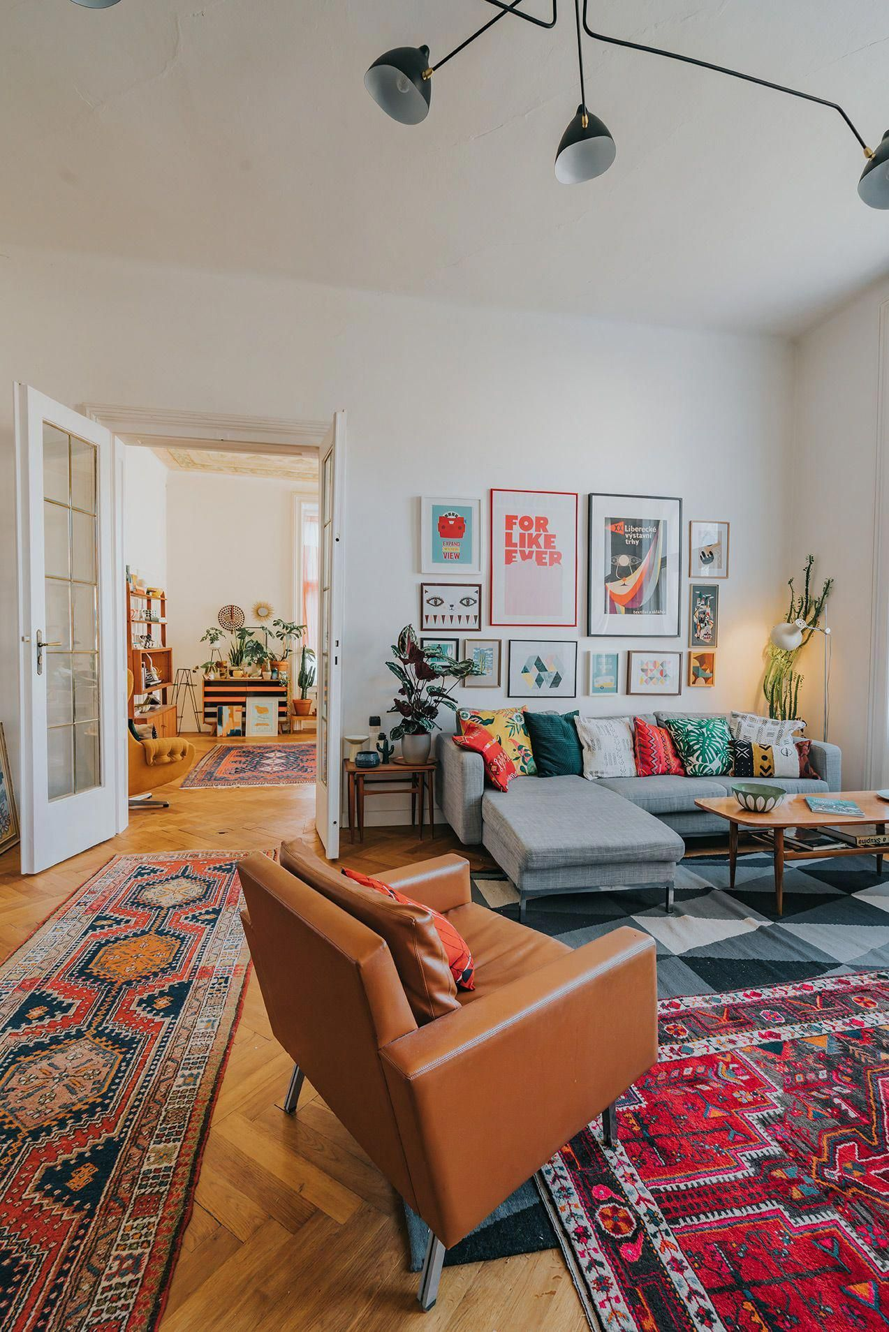 Mid Century Boho Living Room With Oriental Rugs And Large Gallery Wall Boholivingroom Small Living Room Decor Cozy Living Rooms Rugs In Living Room