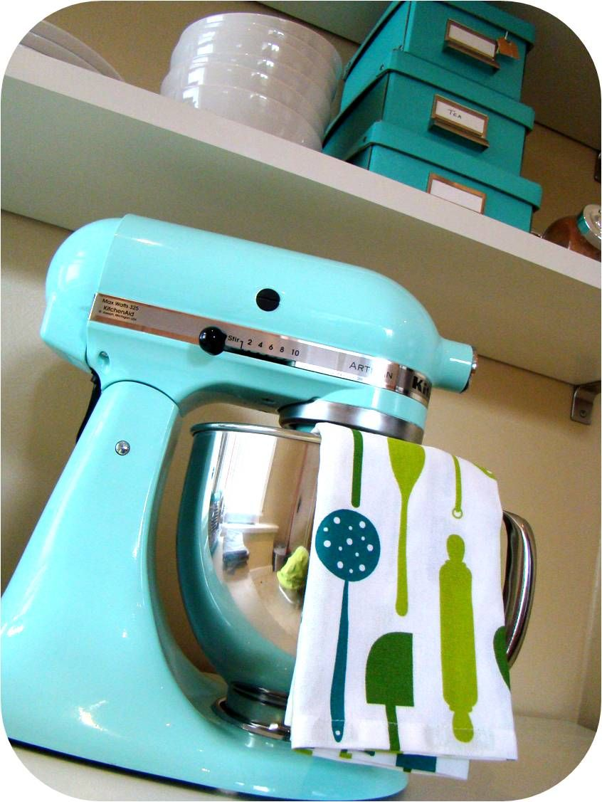 Turquoise KitchenAid stand mixer. It will be mine one day ...