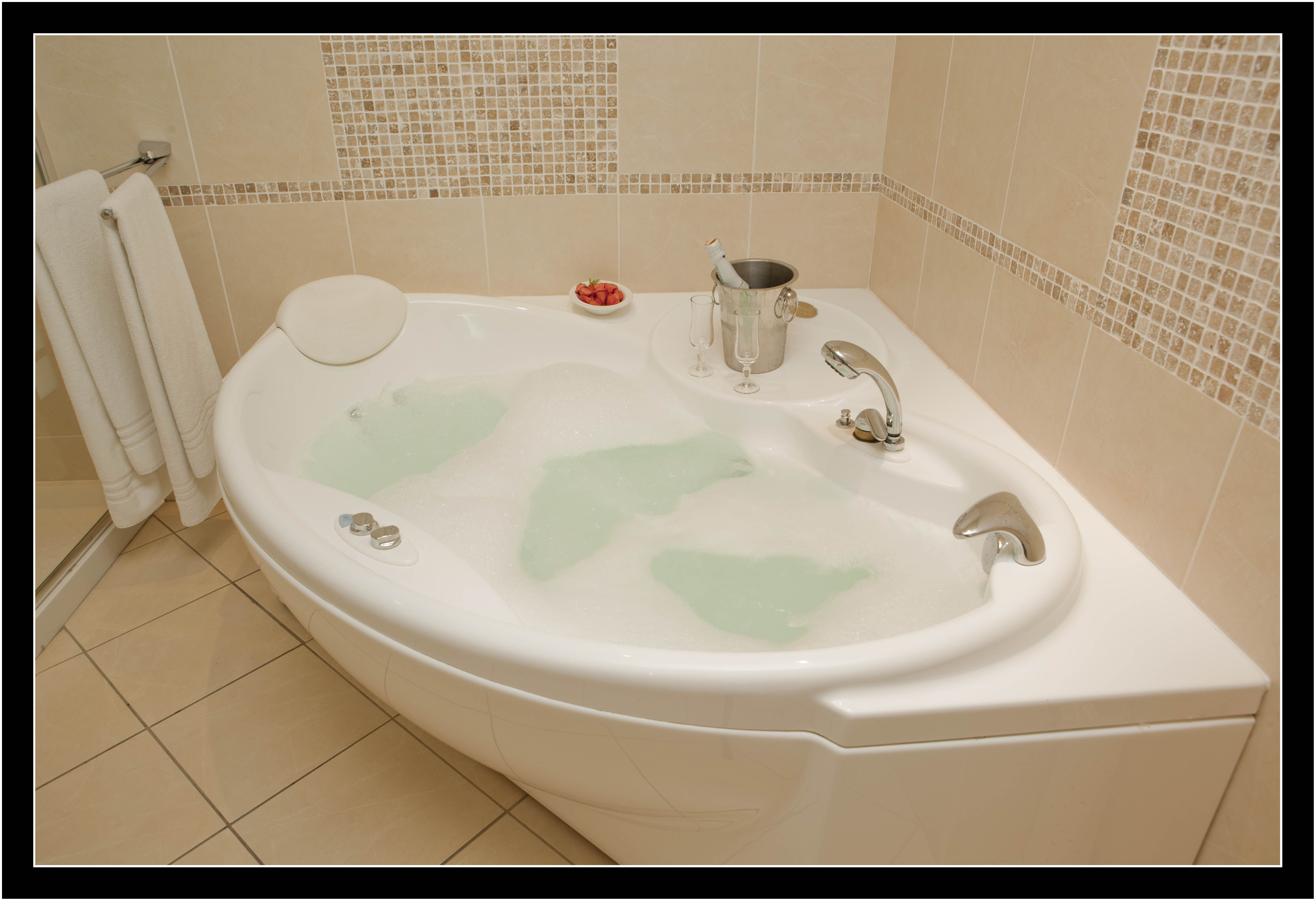 Relax & Unwind in your Private Jacuzzi Bath in our Beautiful ...