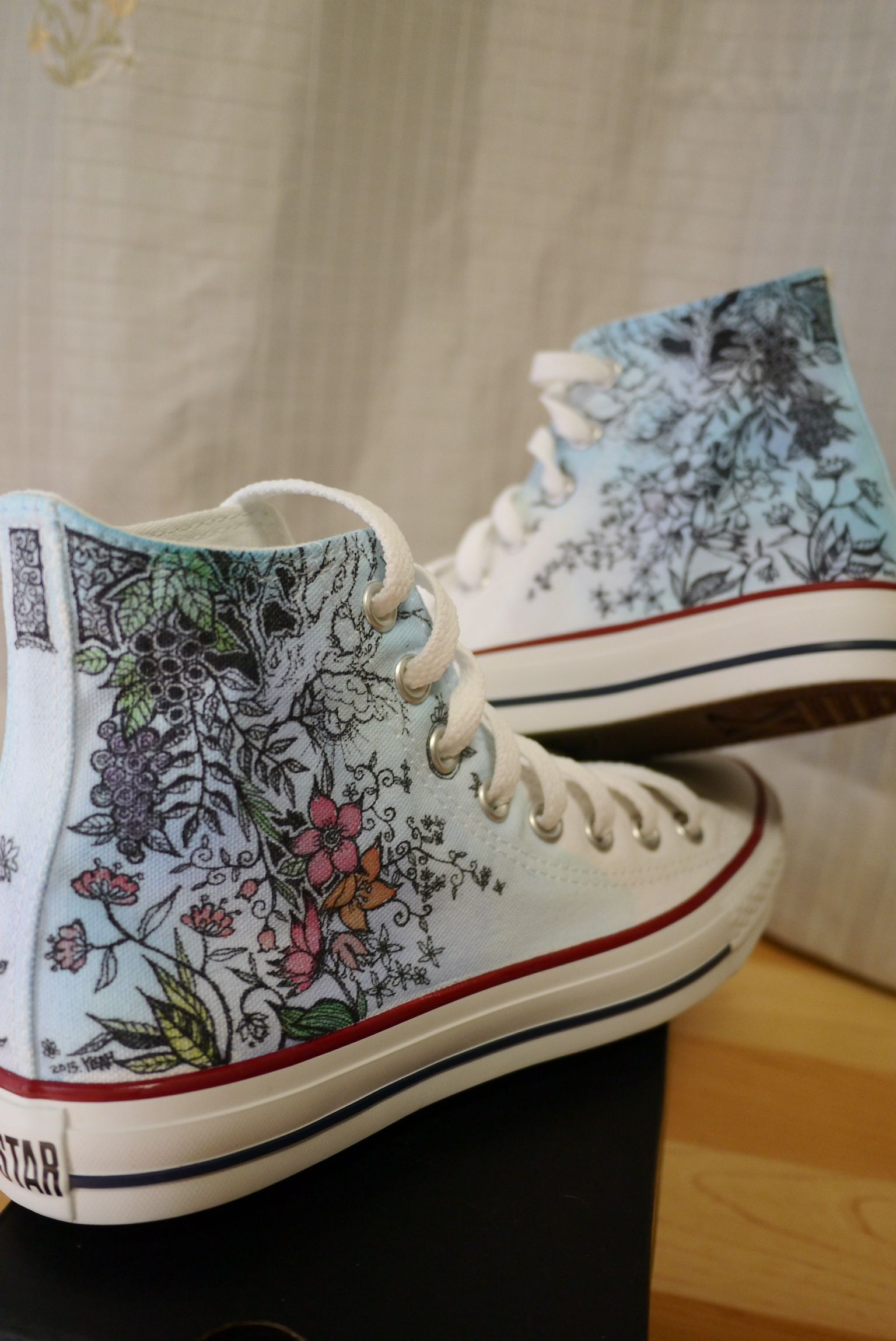 How to Customize Converse with Fabric | Diy converse
