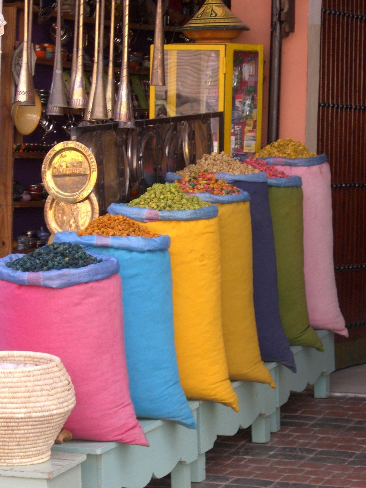 tra i suk del Marocco