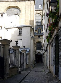 Passage Saint-Paul; en arrière plan, l'église Saint-Paul.