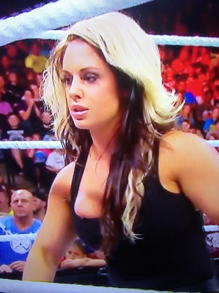 Photos Kaitlyn Wardrobe Malfunction From Raw  Sescoops Wwe Wrestling News Rumors