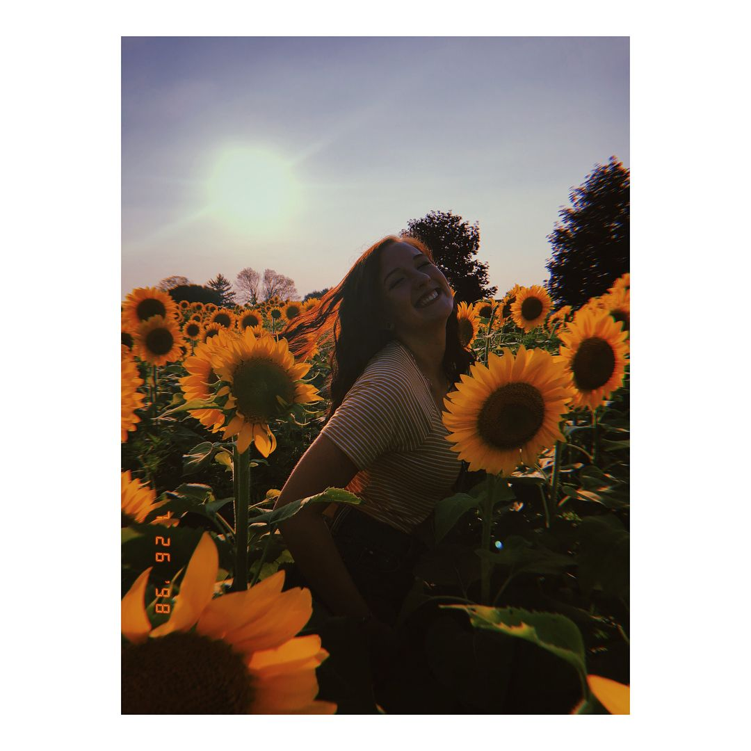 Stick Me In A Field Of Flowers And Watch Me Thrive Instagood Me Cute Photoofthe Sunflower Photography Sunflower Field Photography Sunflower Field Pictures