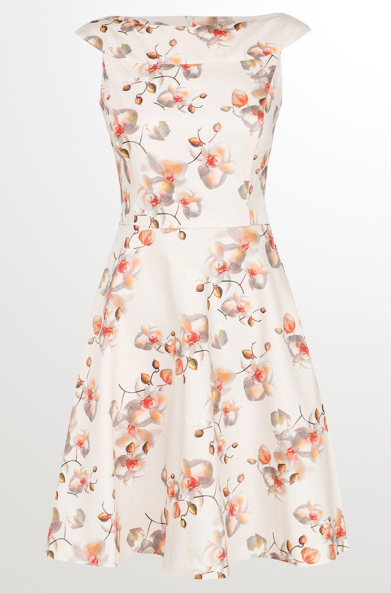 Kleid in Glockenschnitt  Schöne kleider, Kleider, Kleider für
