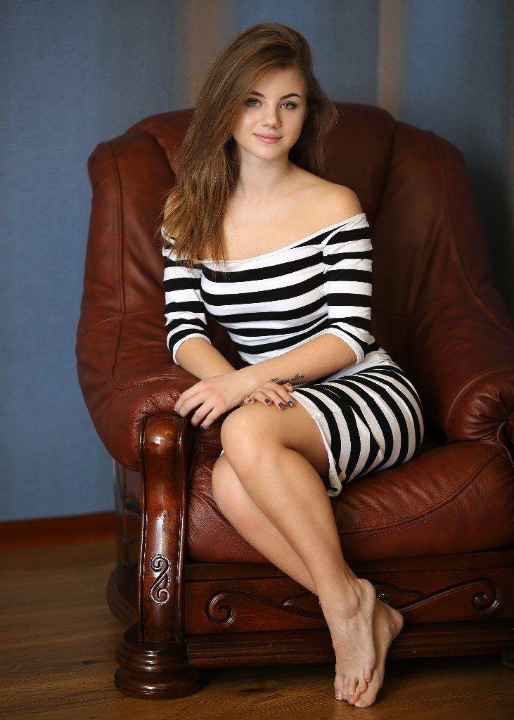 Девушка в кресле девушки из белоруссии ищет работу