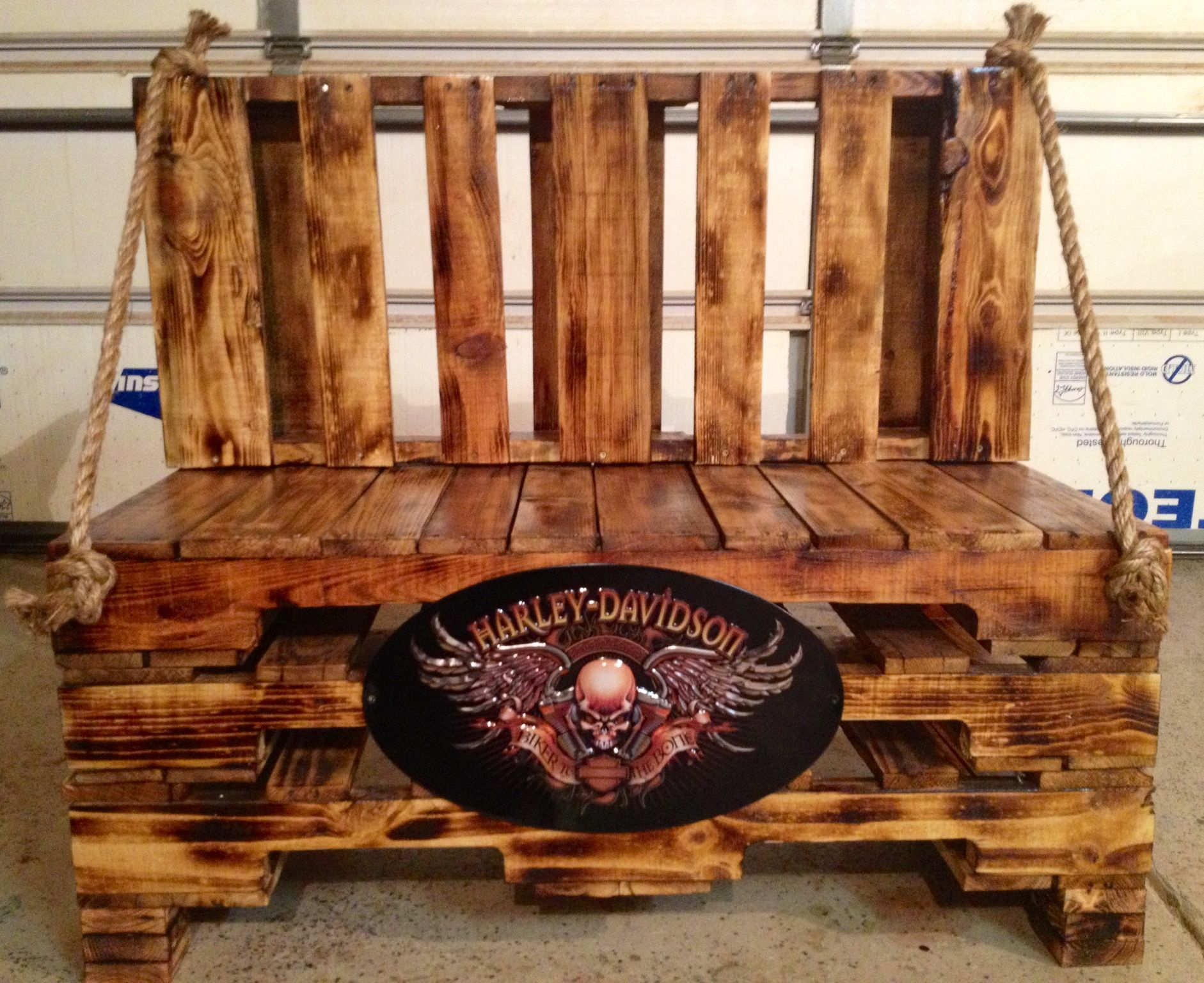 harley davidson pallet bench i made life to ride pinterest projekte st hle und palette. Black Bedroom Furniture Sets. Home Design Ideas