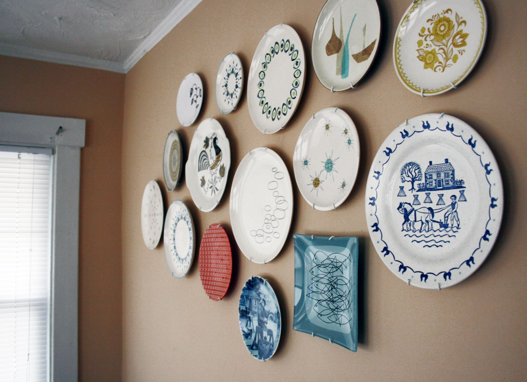 Blue And White Decorative Wall Plates Gorgeous Scandinavian Plate Wall  Google Search  Bainbridge Kitchen Design Ideas