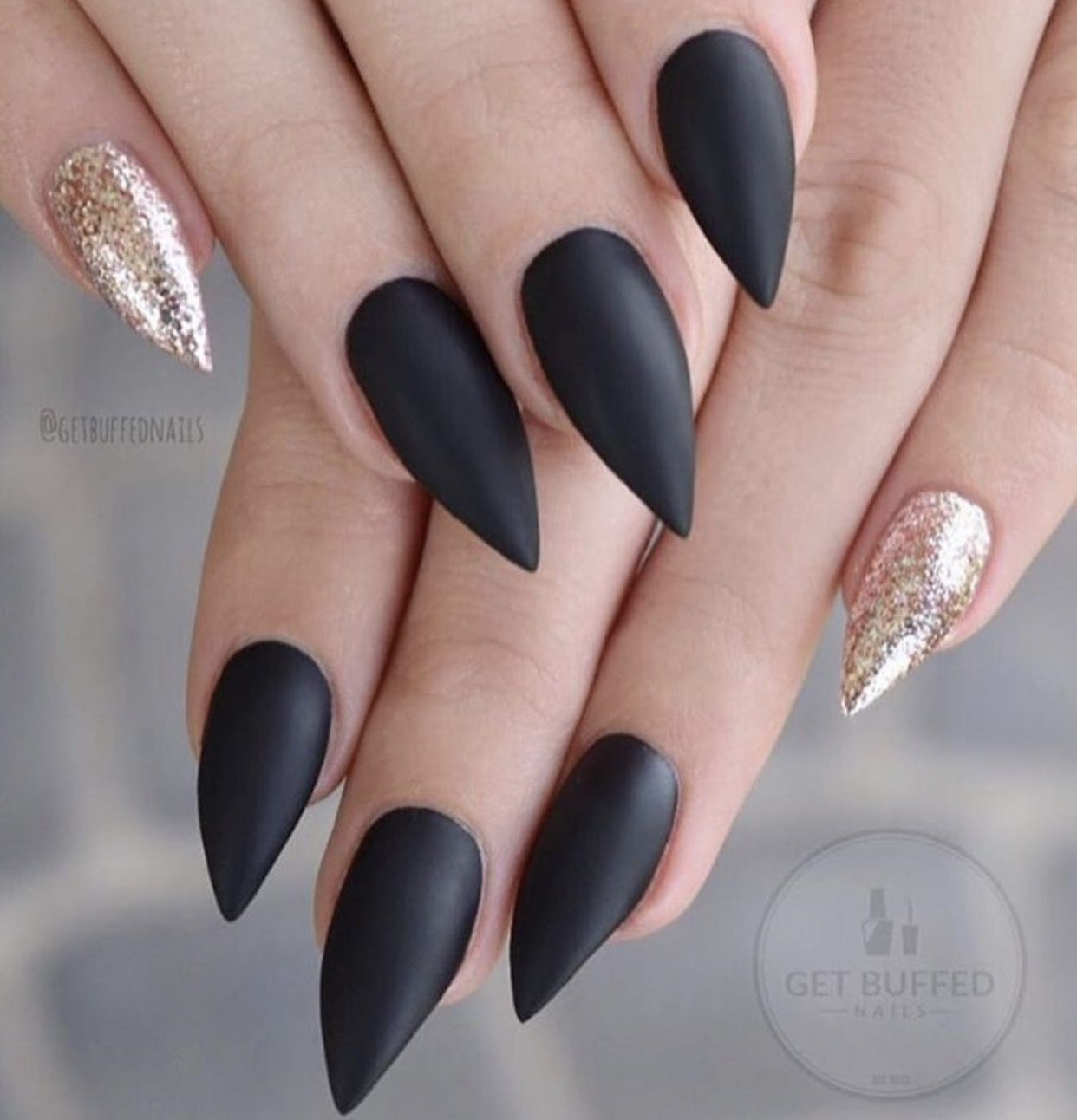 Pin By Yessenia Rodriguez On Nail Art Gold Nails Stiletto Nails