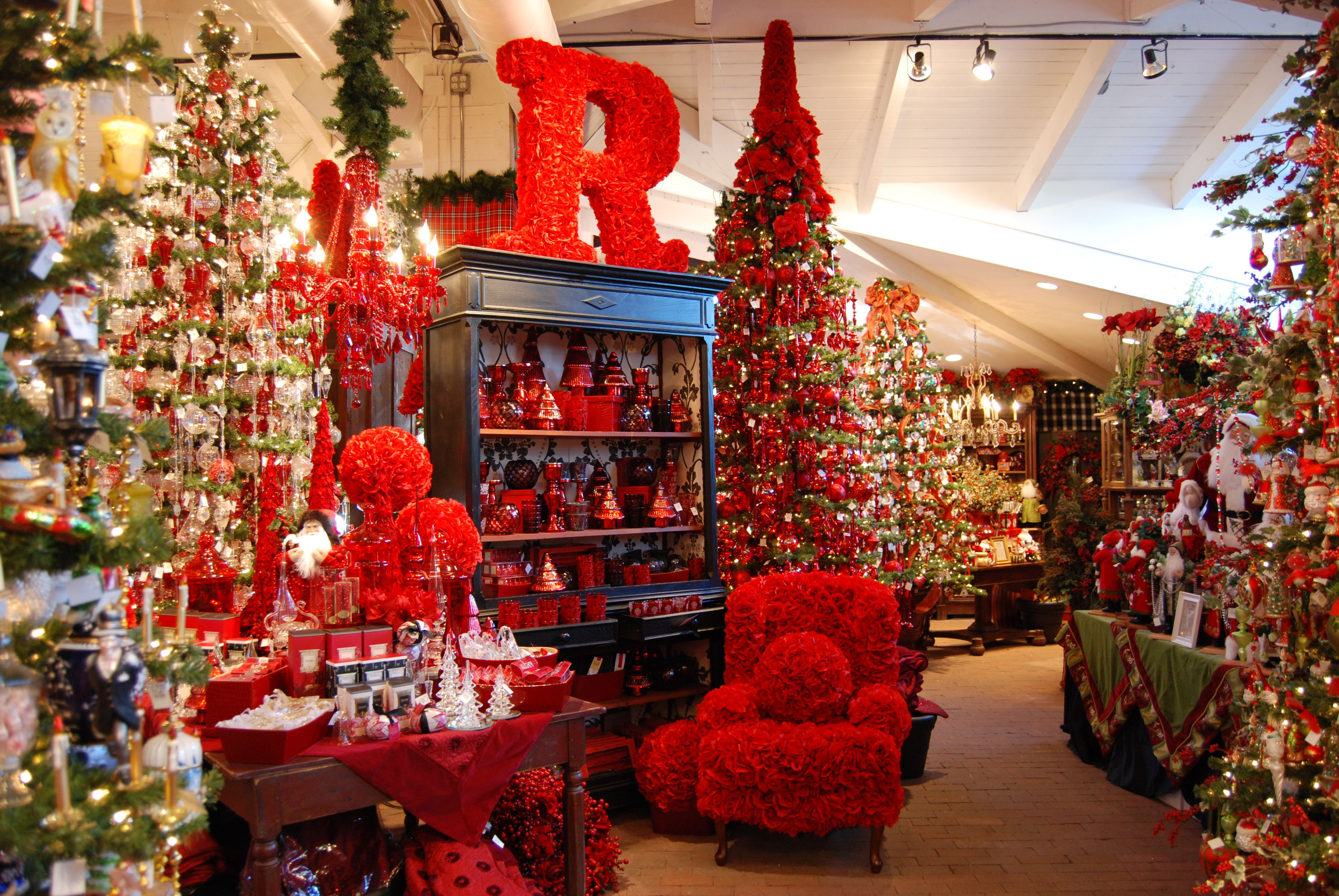 7754e978a75b79ae749c87321ed766bb - When Does Rogers Gardens Decorated For Christmas