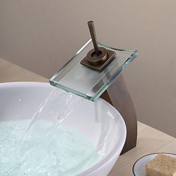 Latón antiguo baño cascada grifo del fregadero con el vidrio del ...