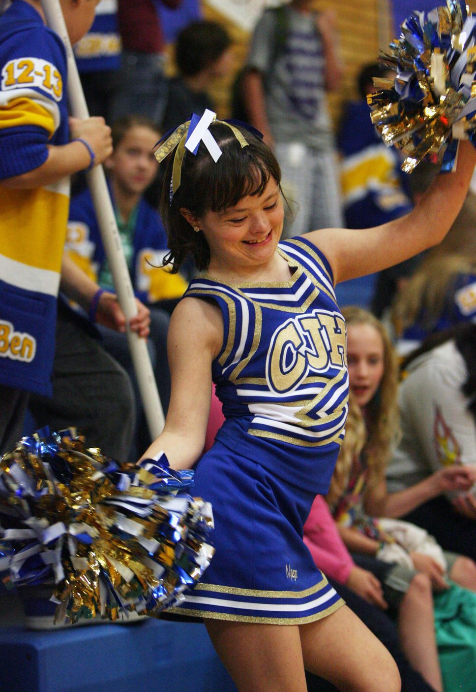 Steve Griffin The Salt Lake Tribune Centerville Junior High Cheerleader Maegan Lindsay Cheers On The Sidelines D Cheerleading Special Needs Kids Tribune