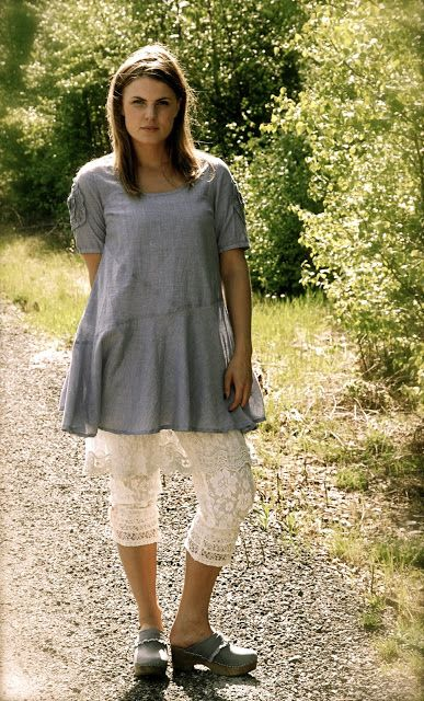 Outfit - tunic, underskirt, bloomers & clogs - Cream