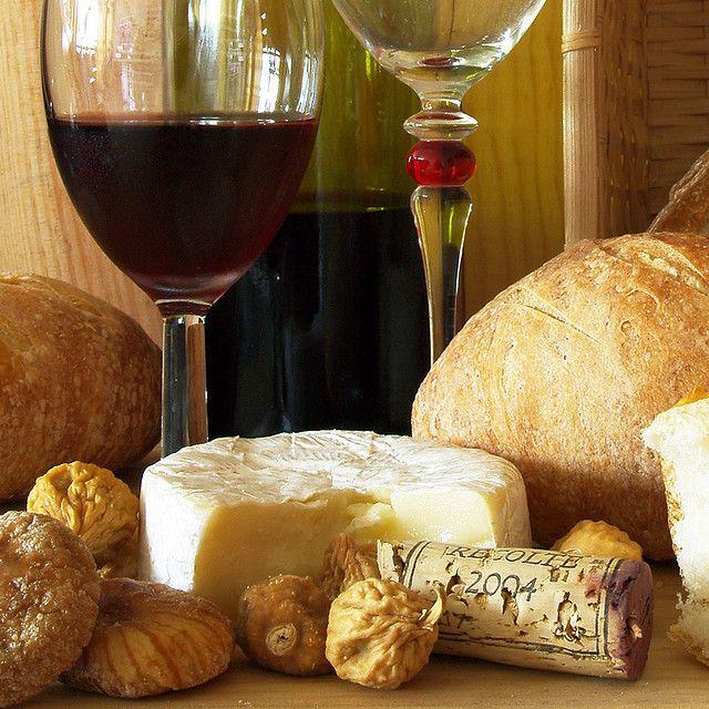GLORIOSO 2 - Otra vez: queso, vino ... y acá pan caserito, higos turcos y nueces ... se me hace agua la baba !!!