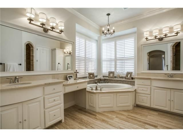 Light master bath // Natural light, plantation shutters, dual vanities, oversized mirrors