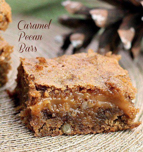 Caramel Pecan Bars have few ingredients. Lyder lækkert, men lav karamellen selv, og tilsæt fx æblestykker som modspil.