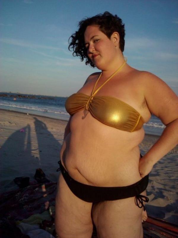 3288d28f6c femme ronde Infidèle a la plage 3 . Bikini Bodies, Body Love, Loving Your