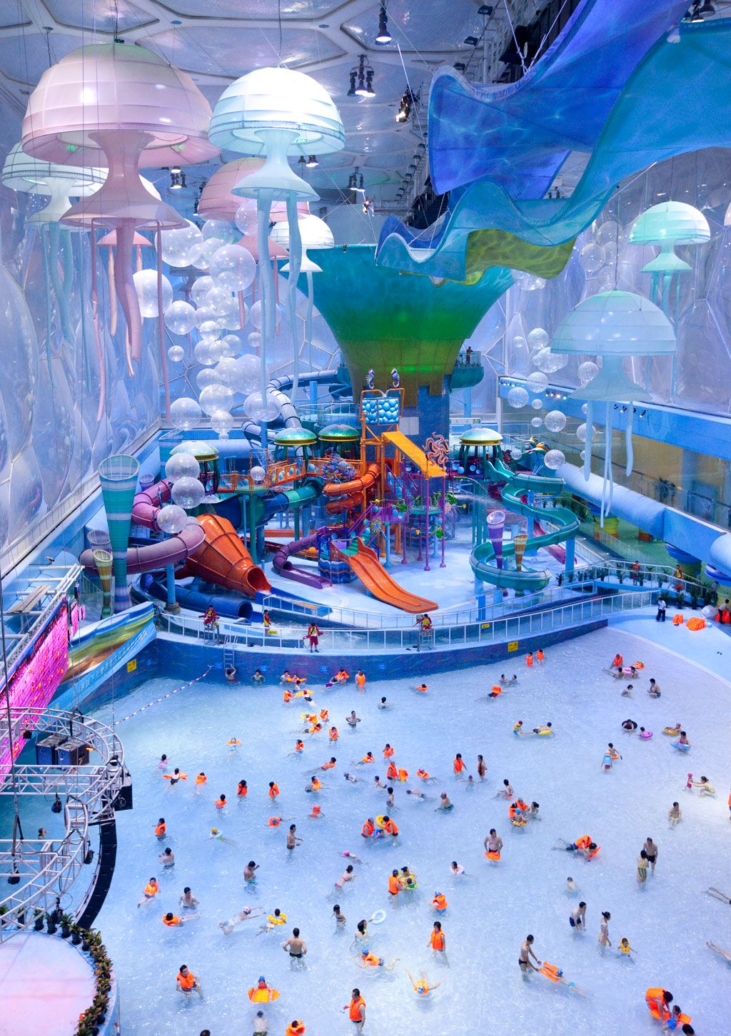 We Know It S Cold Outside And You Re Dreaming Of Beaches Consider This The Next Best Thing Awesome Indoor Water Parks Around World