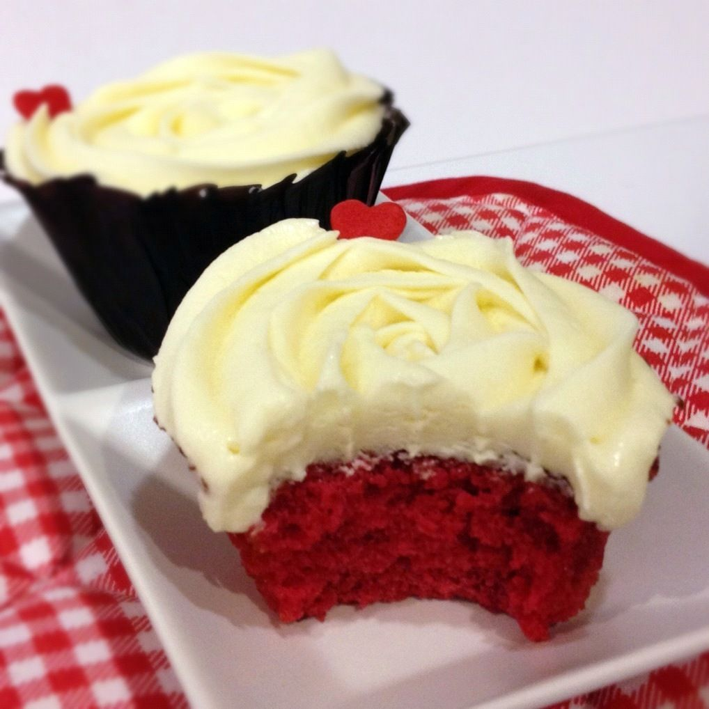 easy red velvet cupcakes with cream cheese frosting
