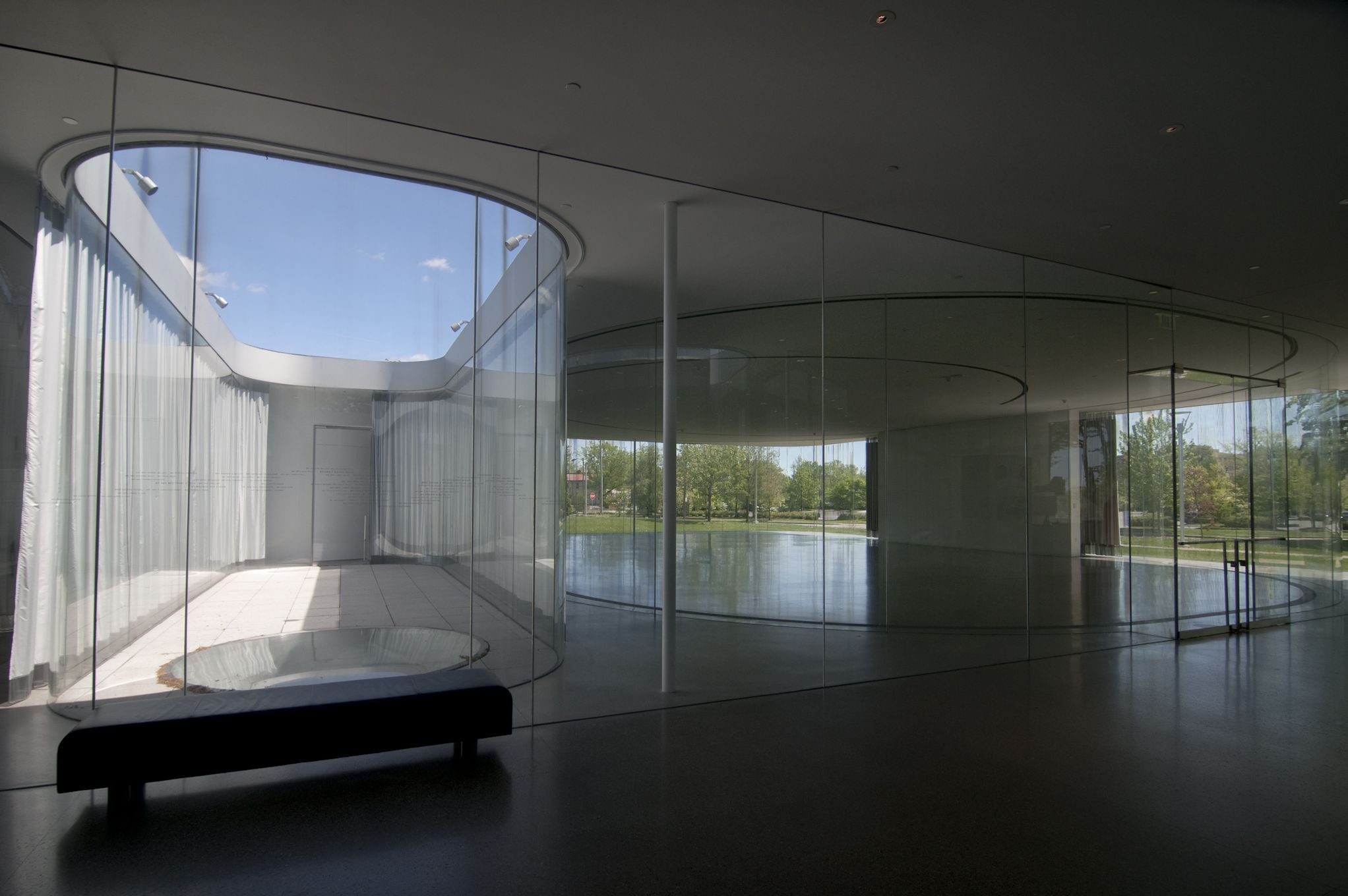 Interior courtyard and glassalon at the toledo museum of art glass pavilion gallery by sanaa