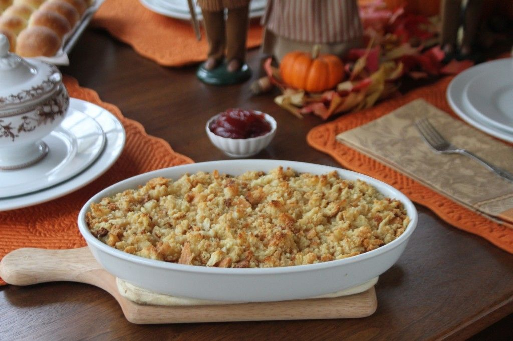 Southern Cornbread Dressing and Gravy on http://www.angiessouthernkitchen.com  This is really similar to what Trey loves!! I am gonna try it for him!!! #awa
