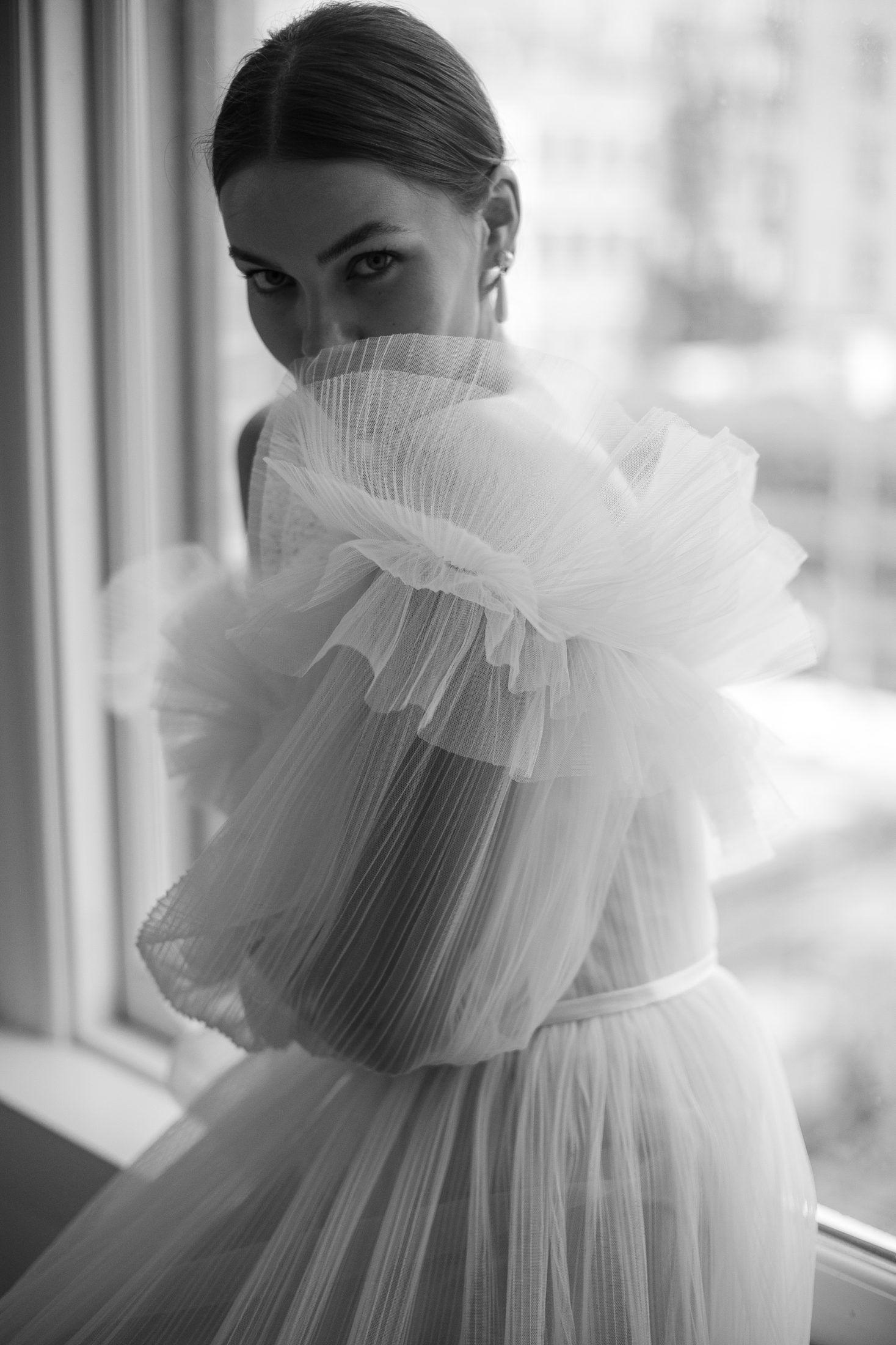 Hochzeitskleid mit Volants und Plissee  #heiraten #hochzeit #hochzeitskleid #brautkleid #bridalportraitposes