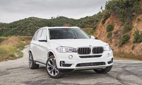 Nên mua mới CX-5 hay mua lại BMW X5? Link: https://vn.city/nen-mua-moi-cx-5-hay-mua-lai-bmw-x5.html #TintucVietNam - #VietNam - #VietNamNews - #TintứcViệtNam Tôi phân vân mua lại BMW X5 bản Sport 3.0AT đời 2008 giá 750 triệu chạy khoảng 60.000 km còn khá mới (Minh Quốc).  Phương án khác là thêm ít tiền lăn bánh Mazda CX- bản 2.0 đời 2016. Xin hỏi tôi nên chọn mua xe nào?   >> Xem thêm:Bảng giá xe cập nhật t