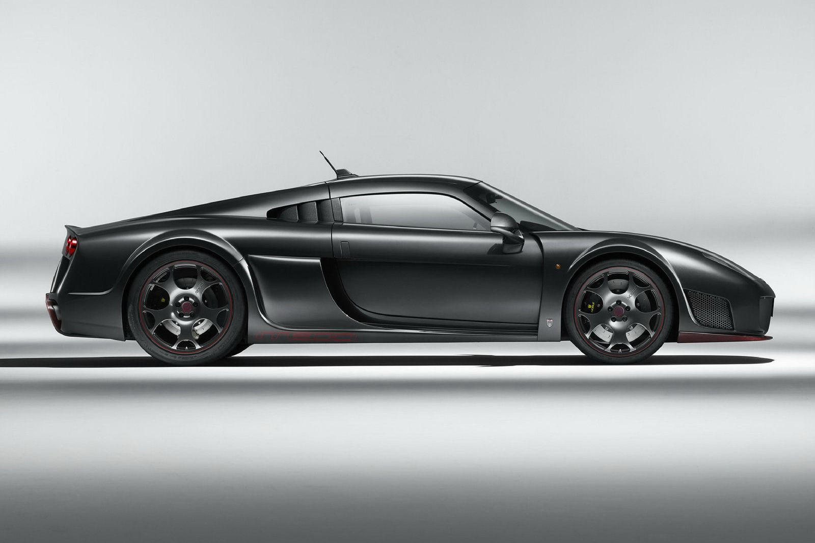 Noble M600 Lightweight If You Have The Means You Could Buy An Italian Super Car But If You Re A True Petrolhead You Might Want To G Super Cars Car Sport