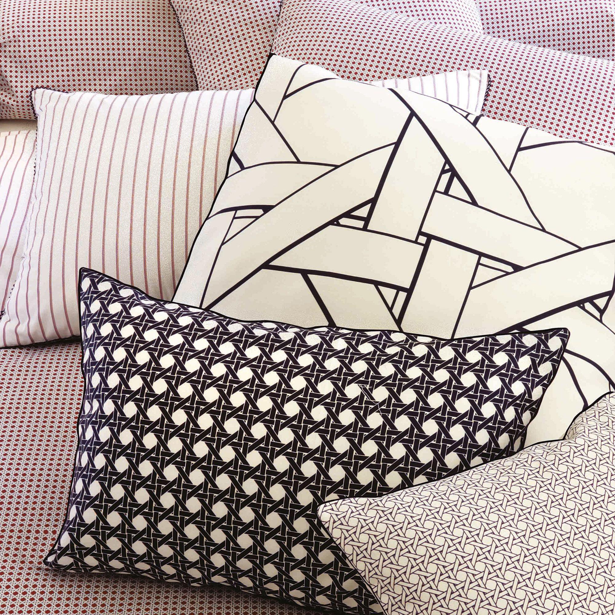 Housse de coussin satin de coton SATELLITE Descamps | Pillowe