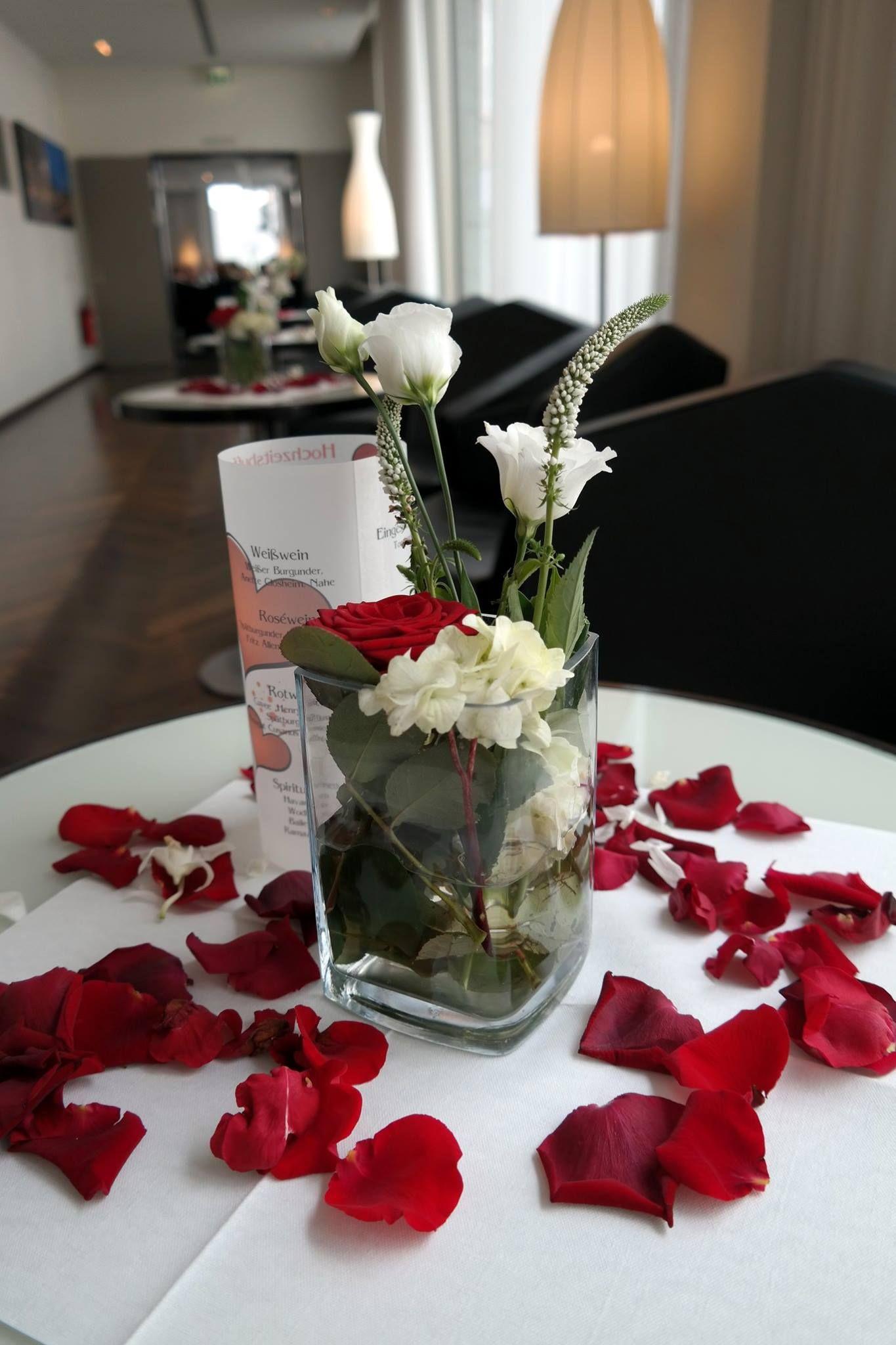 Rotweie Hochzeits Dekoration  Red and white wedding