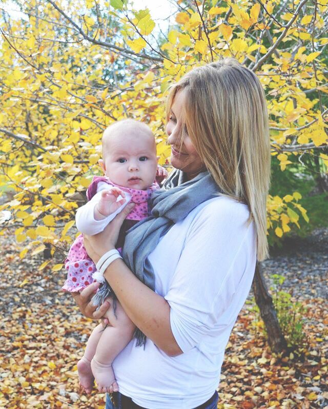 Fall photos mother & daughter