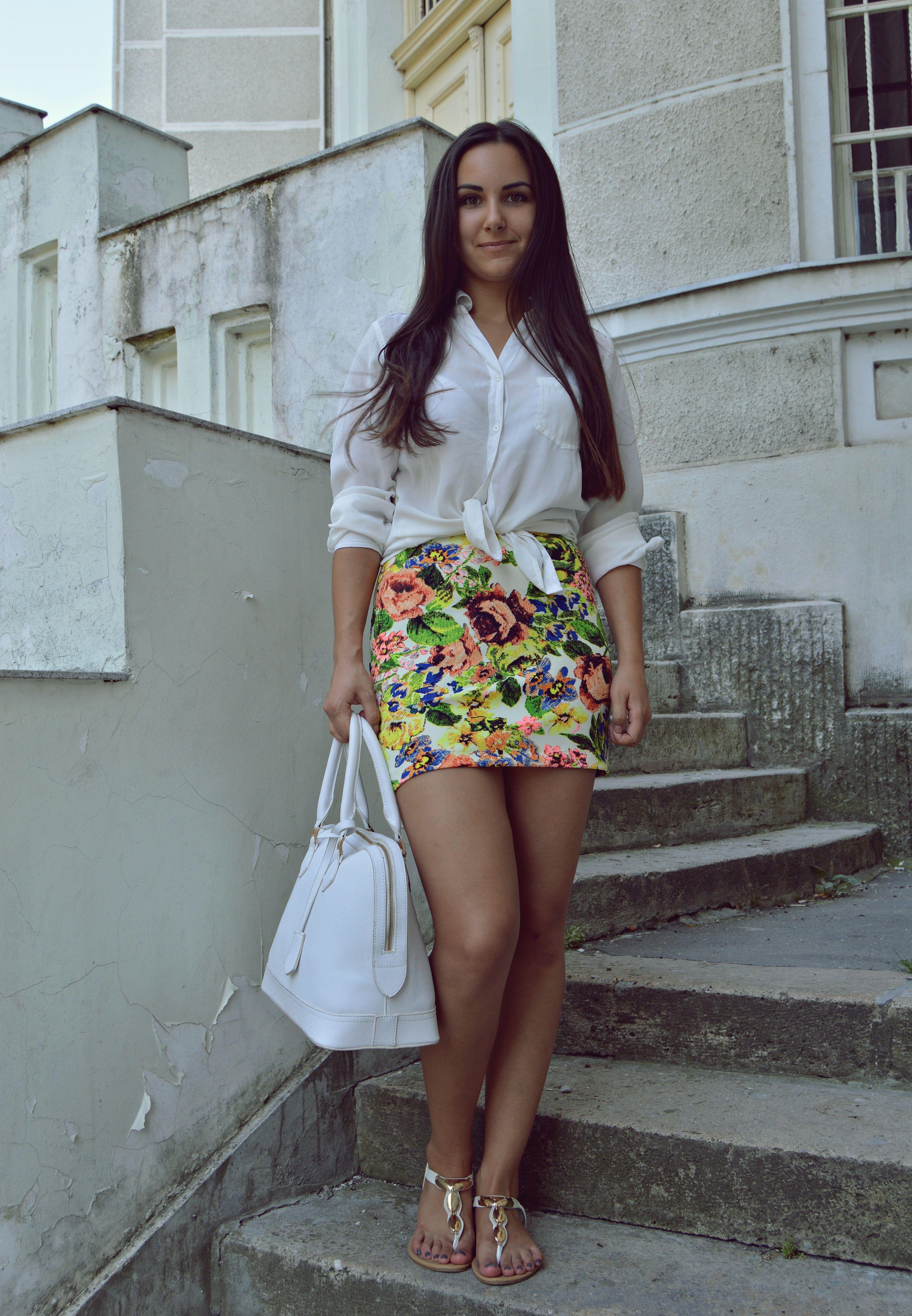 Floral print, florals, skirt, outfit, summer, white, basic  http://blogalinapop.wordpress.com/