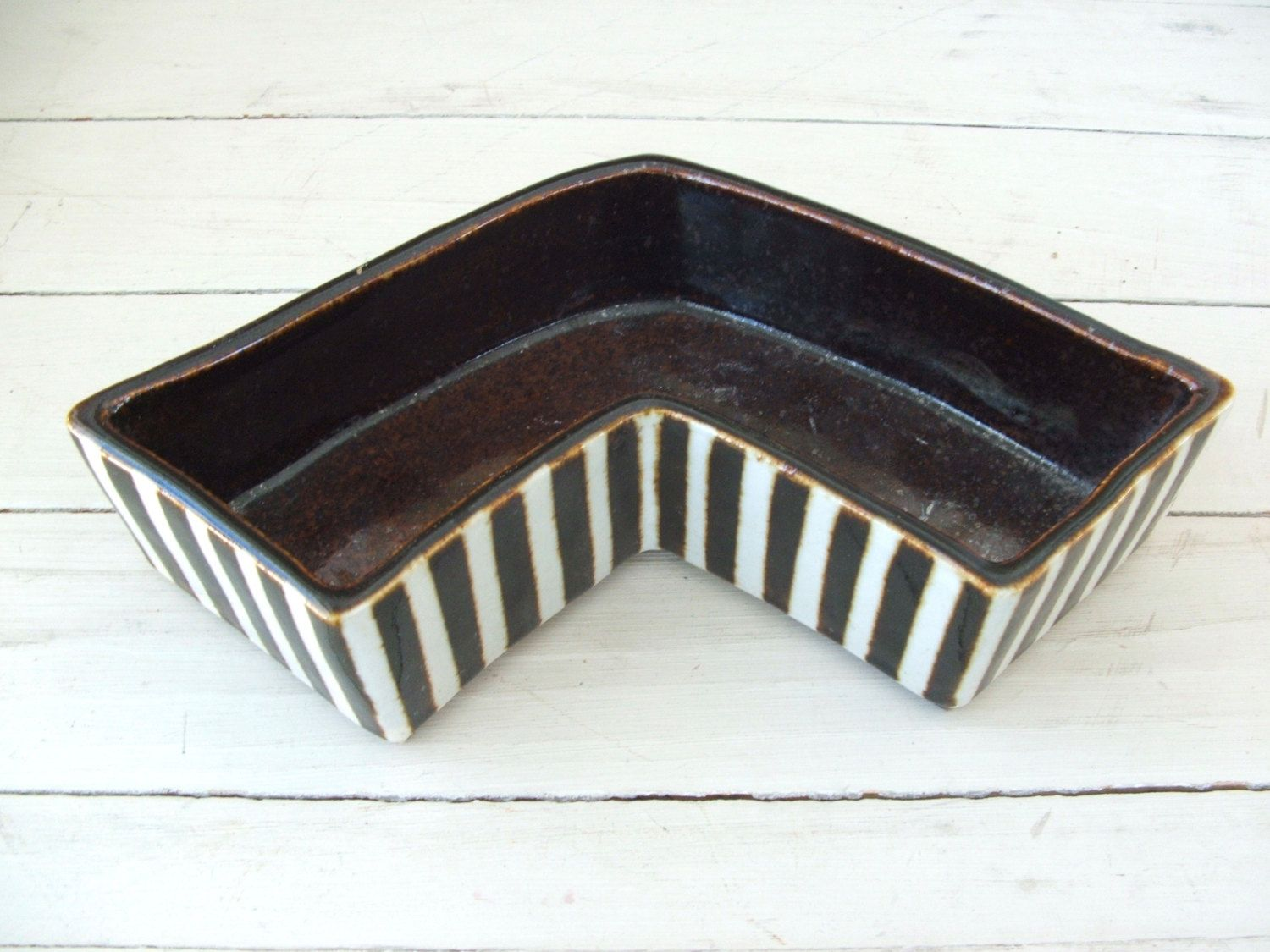 Heavy Pottery Planter Chevron Shape Brown White Stripes by lookonmytreasures on Etsy
