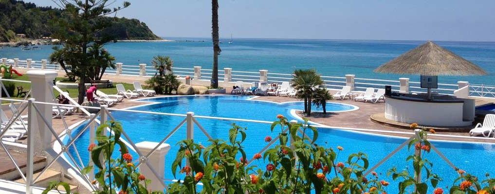 Villaggio resort sul mare Calabria    Cala Petrosa Resort  Hotel con piscina a Tropea