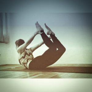10 minute destress yoga flow looking to destress after a
