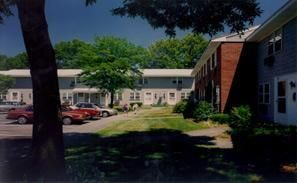 Colonial Estates Apartment Homes Affordable Apartments In Springfield Ma 2 Beds 841 Beacon Communities Llc Found At Affordable Apartments Apartment Colonial