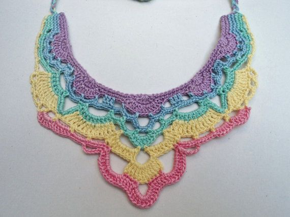 Collar babero tonos pastel arco iris por oxNOWorNEVERxo en Etsy
