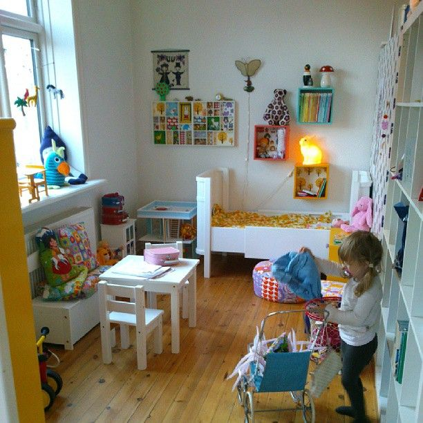 Første forsøg på omrokering på Frejas værelse #indretning ...