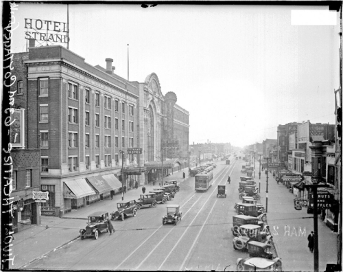 A View Of The Hotel Strand And Tivoli Theater Center Background On Cottage Grove Avenue At 63rd Street In Chicago S Tivoli Theater Street View Cottage Grove