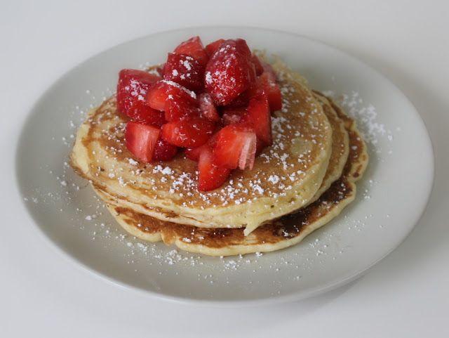 Nataschas Kreativwelt: [Rezept] Himmlisch luftige Pancakes mit Erdbeeren