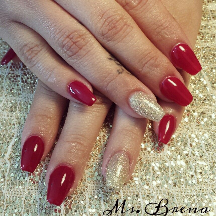 Red And Gold Coffin Shape Nails Gold Acrylic Nails Red Nails Red And Gold Nails