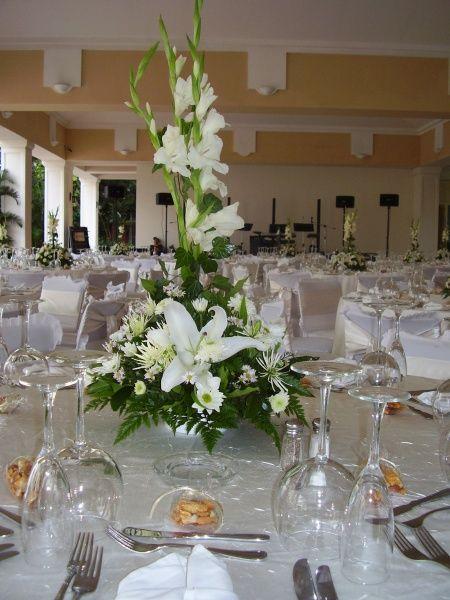 Centros de mesa arreglos florales pinterest mesas de for Centros de mesa para salon