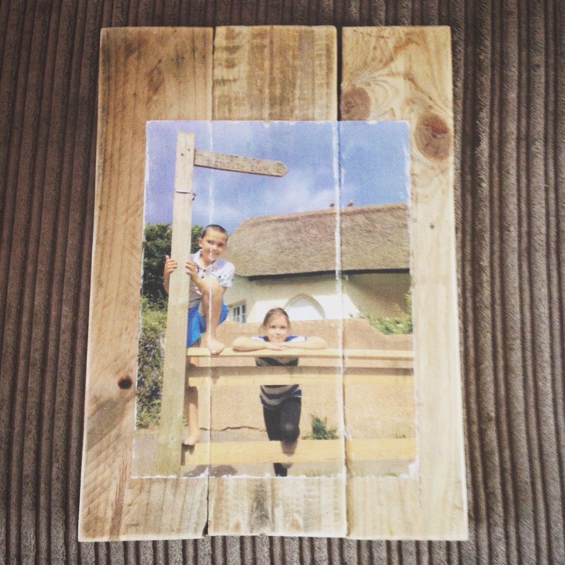 Photo on pallet wood