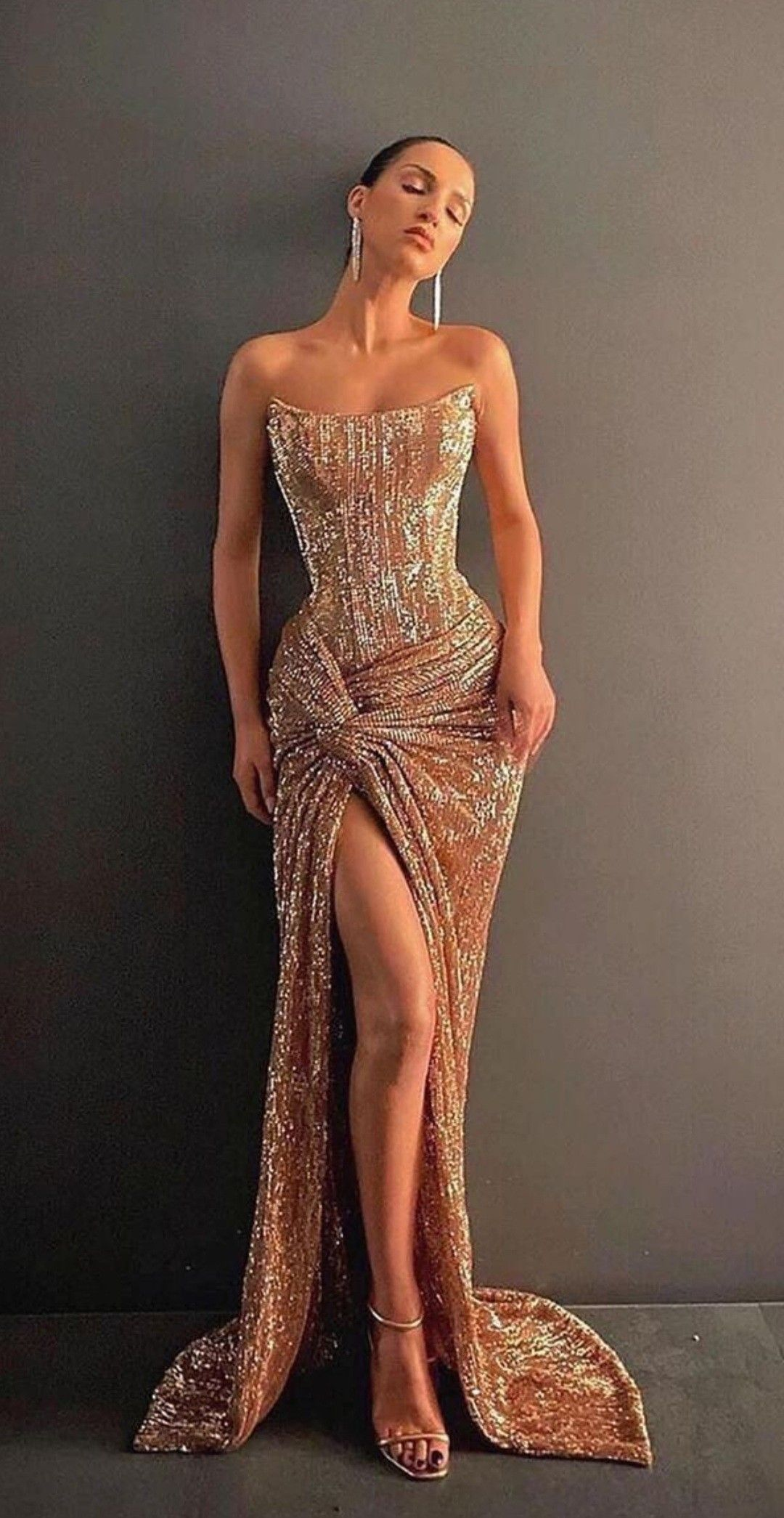 Pin By Altagracia Acosta On Fashion In 2021 Stunning Prom Dresses Gold Formal Dress Formal Dresses Sydney [ 2090 x 1080 Pixel ]
