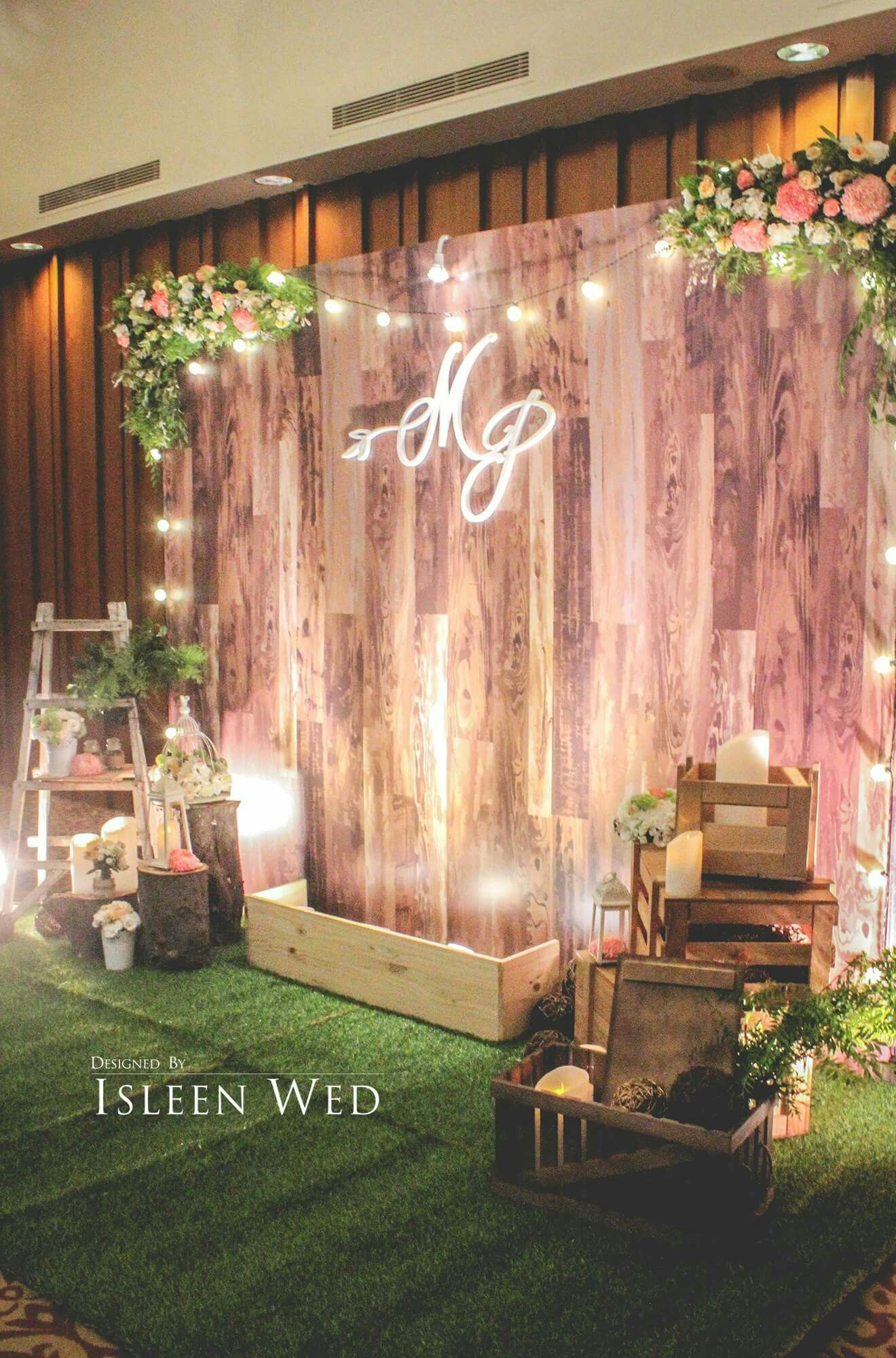Stunning wooden backdrop perfect for many different for Wedding decoration design