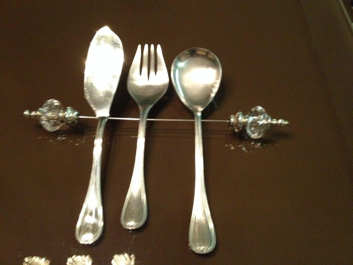 Descanso de talher para os talheres de servir deixando sua mesa mais elegante.  Conheça também os suporte para garfo e faca 10,00 a unidade