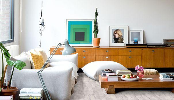 Parquet, carrelage, béton... Finition minérale, bois, trompe-l'oeil en carreaux de ciment... Pour transformer le sol du salon, craquez sur les plus jolis revêtements de sol de la saison.