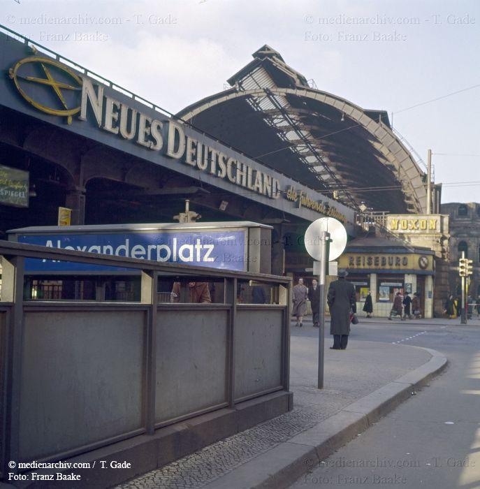 Berlin 1960 1961 1960 Alexanderplatz Berlin Deutschland Germany Mitte Neues Deutschland U Bahnhof Medienarchiv Com Berlin Stadt Berlin Berlin Geschichte