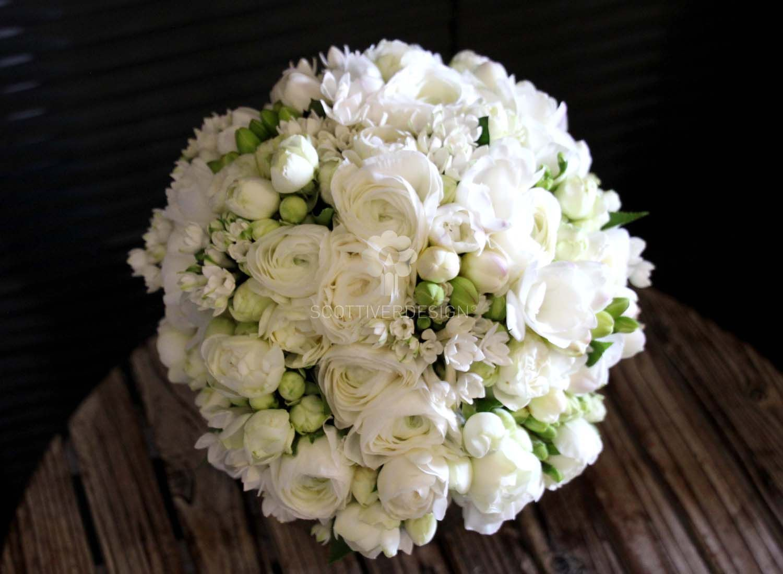 Bouquet Sposa Fresie.Un Fresco E Profumato Bouquet Realizzato Con Fiori Di Ranuncolo