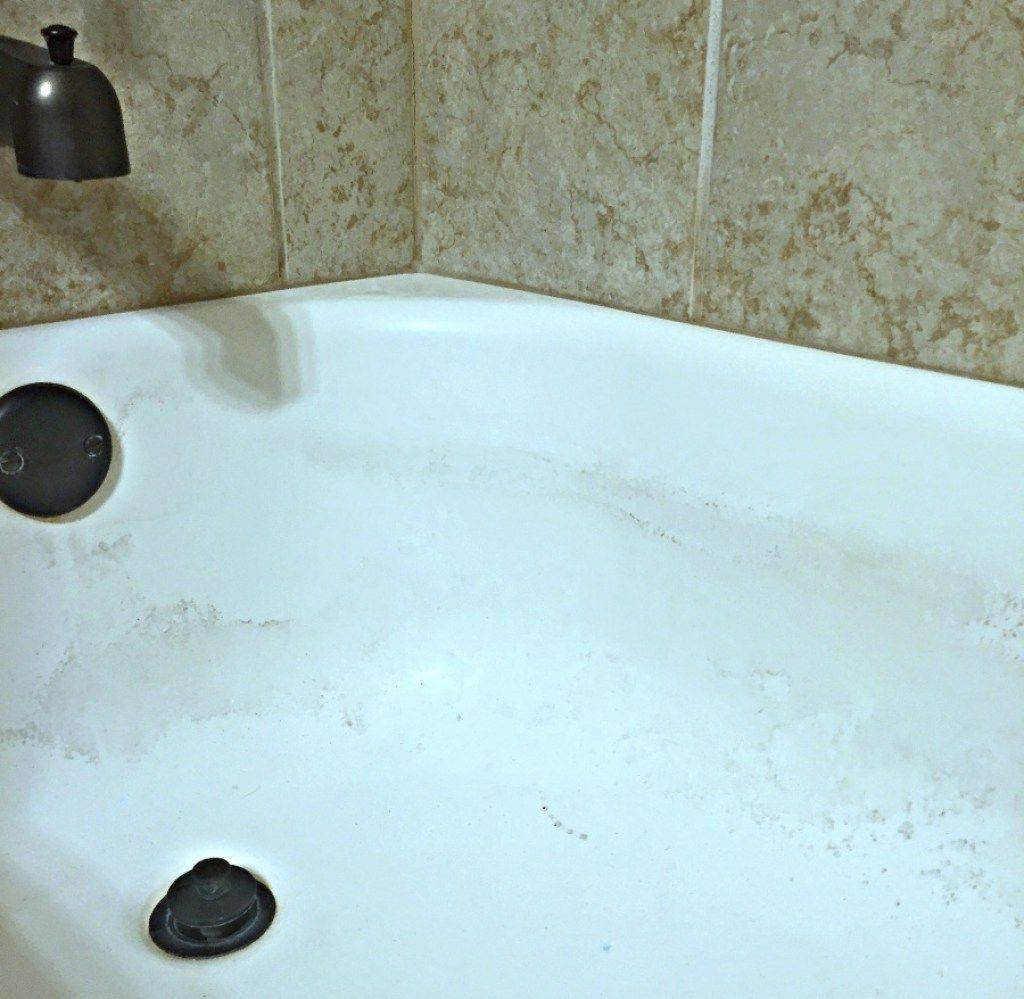 The Easiest Way to Clean Your Bathtub + DIY Tub Cleaner | Bathtubs ...